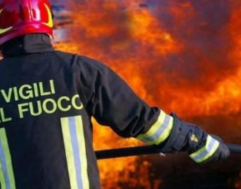 Sicilia incendi, fiamme in villaggio turistico a San Vito Lo Capo: turisti evacuati via mare
