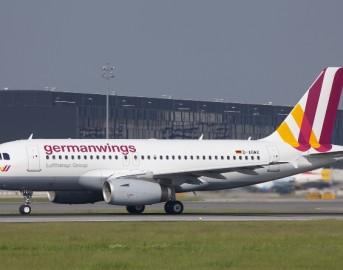 Disastro Germanwings: mai più un pilota solo in cabina