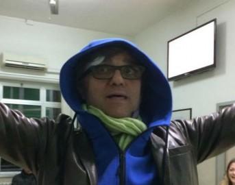 Gaetano Curreri cade dal palco durante un concerto: paura per il leader degli Stadio