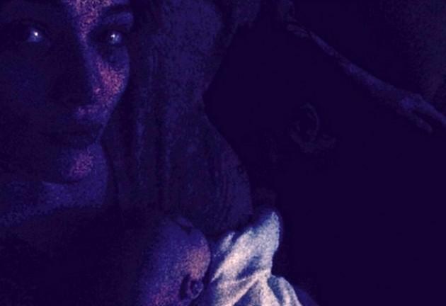 Laura Chiatti selfie al buio
