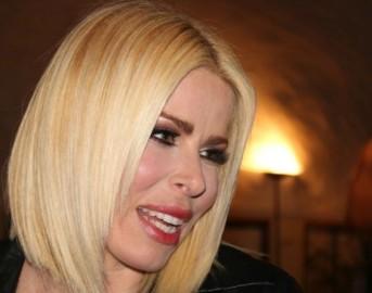 Loredana Lecciso a Domenica Live incidente inatteso ballando la pizzica: rischia di rimanere nuda