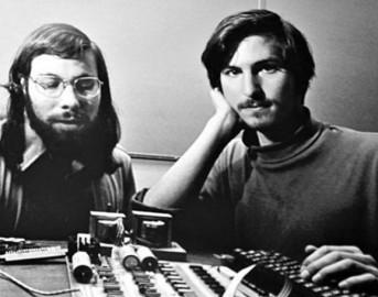 Apple: 1 aprile 1976 Jobs e Wozniak fondano la compagnia della mela