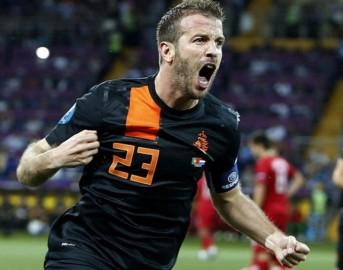 Van der Vaart, idea di calciomercato a costo zero per Milan e Roma