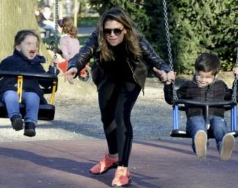 Claudia Galanti ricomincia dai suoi figli: vacanza da mamma single