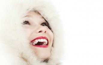 Come sbiancare i denti, i segreti per avere un sorriso bianco da copertina in poche mosse