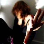 donna strangolata con un cavo elettrico