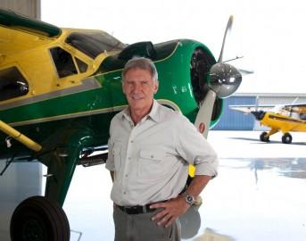 Harrison Ford si schianta con il suo aereo, le sue condizioni sono serie.