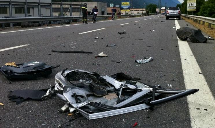 Schianto in auto, morti tre ragazzi a Cagliari
