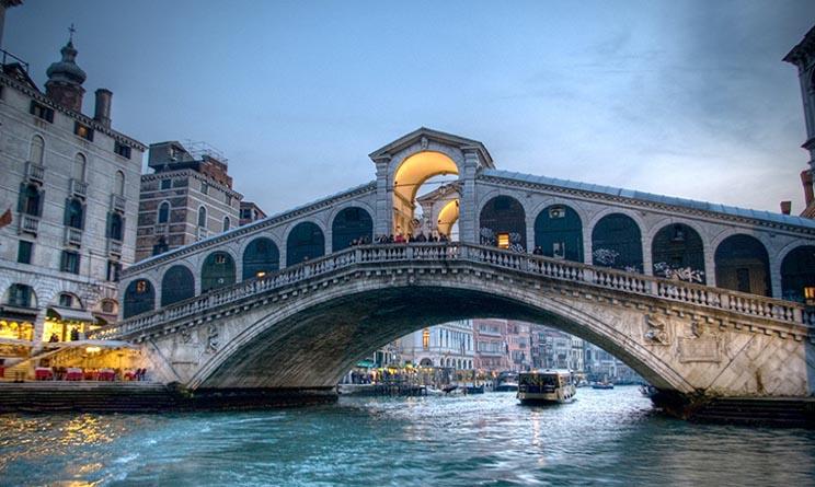 Venezia tuffo ponte rialto