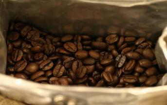 Scrub fai da te al caffè: un rimedio naturale anticellulite
