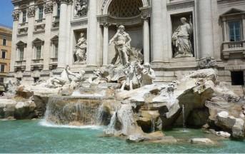 Roma turista si spoglia e fa il bagno nella Fontana di Trevi: multa da 450 euro (VIDEO)