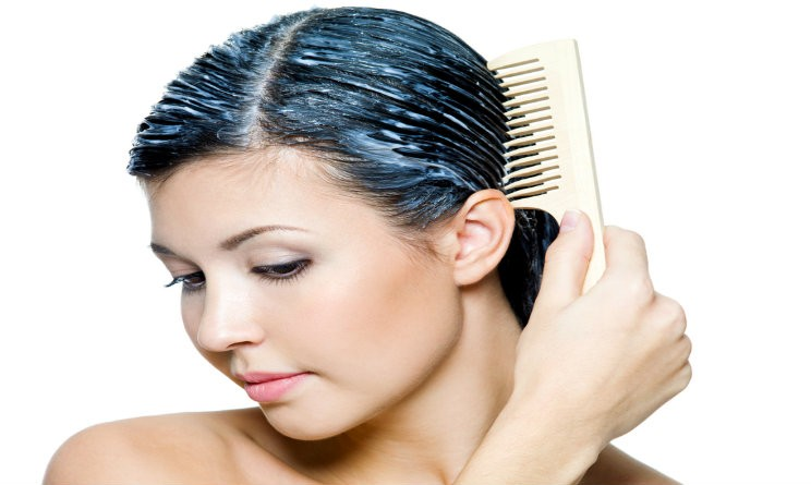 Se maschere per capelli con aiuto di sale