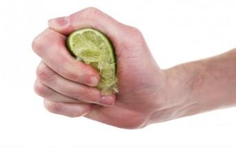 Capelli grassi rimedi naturali fai da te, la maschera all'aceto e limone