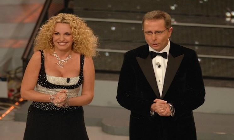 BOOM! PAOLO BONOLIS OSPITE D'ONORE A STANDING OVATION... E LA FINE DELLA GUERRA TV