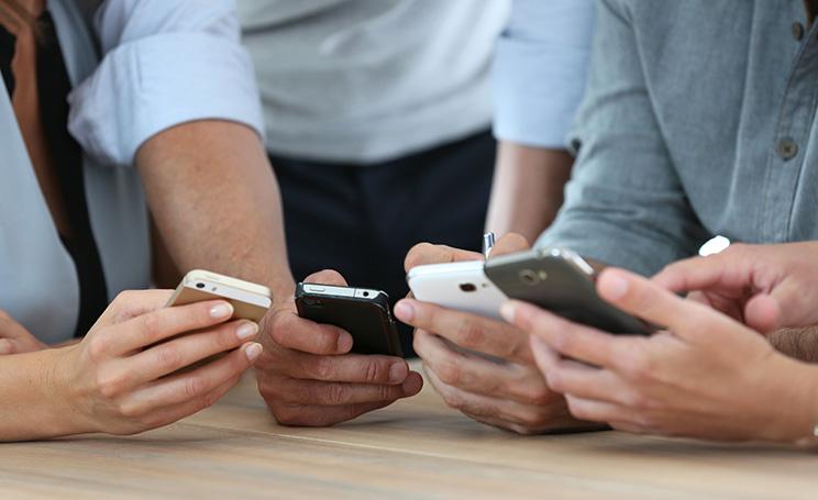 Parroco esorcismo smartphone tablet