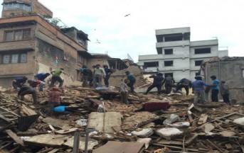 Nepal, disastroso terremoto di magnitudo 7,7: crollano interi edifici