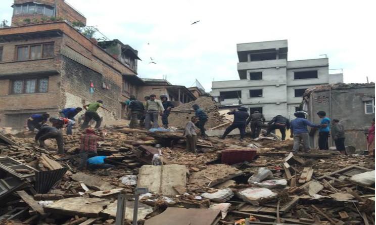 video immagini forte terremoto nepal magnitudo 7.7