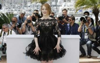 Festival di Cannes 2015, a Emma Stone si alza la gonna sul Red Carpet