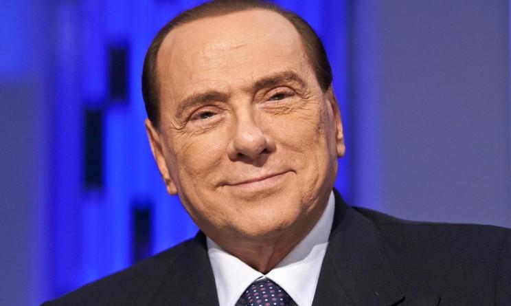Berlusconi cade: due punti di sutura al labbro