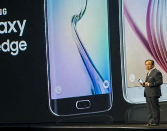 Samsung Galaxy S6 Edge video news: iPhone 6 ispira il nuovo spot e rinnova la rivalità tra i due produttori di smartphone
