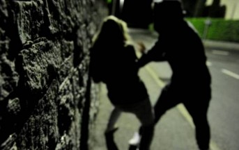 Milano, 13enne disabile vittima di bullismo: presa a sassate da coetanei