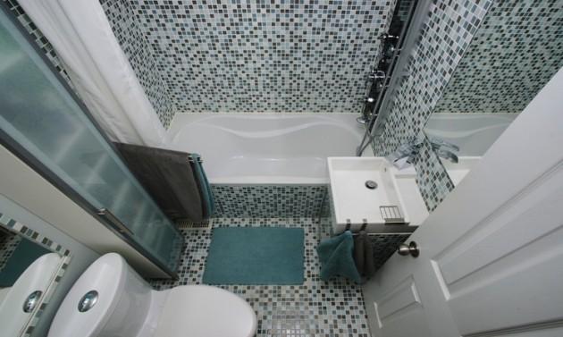 Arredare un bagno piccolo idee e soluzioni salvaspazio urbanpost for Bagno piccolo con vasca