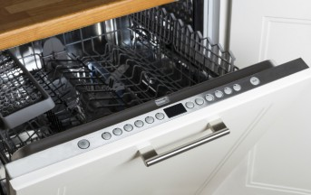 Pulizie casa: 5 cose da non lavare in lavastoviglie per evitare danni irreparabili