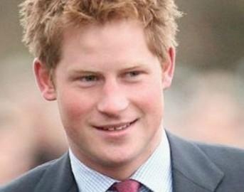 Principe Harry fidanzata, le foto che fanno infuriare la Regina Elisabetta: ecco perché [FOTO]