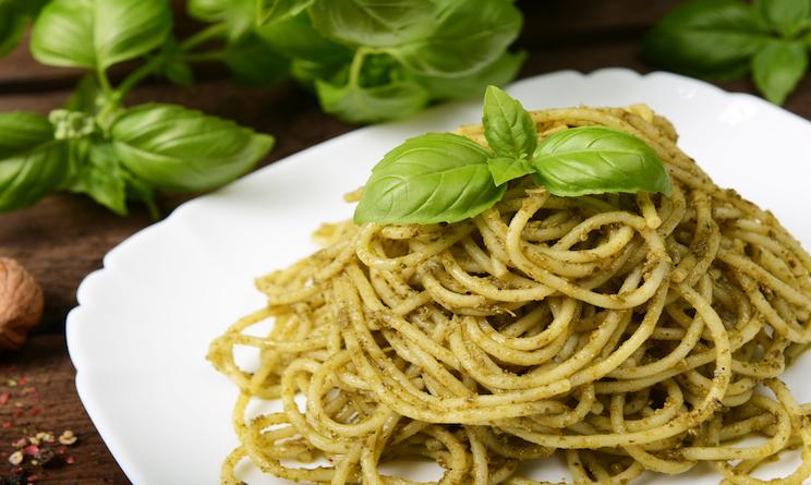 Pranzo veloce e leggero, ricette: pasta al pesto biologico ...
