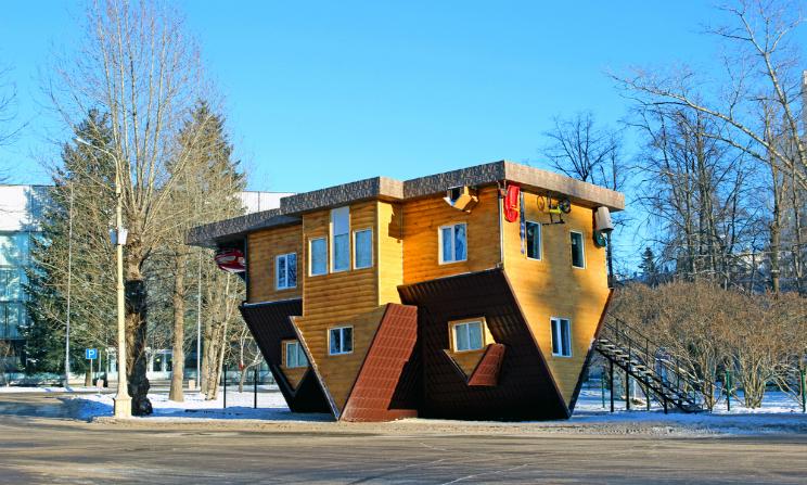 Case sottosopra ecco le 5 incredibili costruzioni dove si cammina sul soffitto urbanpost - Casa in germania ...