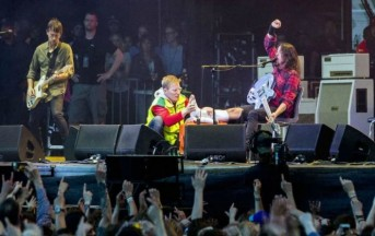 Foo Fighters tour 2015: Dave Grohl sorprende i fan, a rischio le prossime date