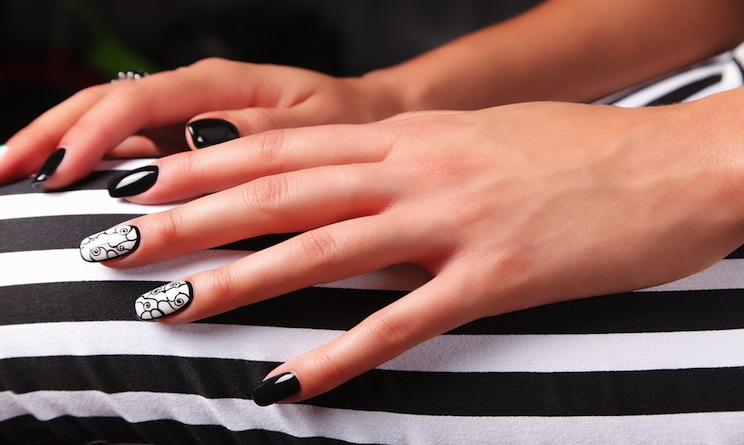 Nail art 2015 unghie mani e piedi black and white l for Planimetrie di 1500 piedi quadrati