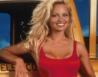 Pamela Anderson nuda: l'attrice si spoglia per una campagna vegana