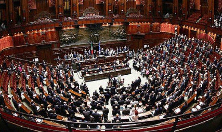 Stipendio dipendenti parlamento 2018 salta il tetto dei for Dipendenti camera dei deputati