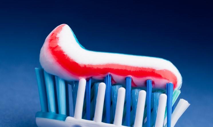 Pulizie con il dentifricio 5 usi geniali e alternativi for Poco costoso per costruire piani di casa