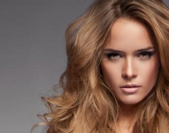 Schiarire i capelli in modo naturale: 2 metodi fai da te per risultati efficaci