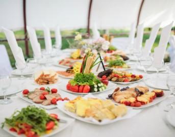 Come apparecchiare la tavola per un elegantissimo buffet
