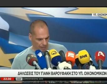 Yanis Varoufakis dimissioni e t-shirt grigia: capolavoro machiavellico di politica 2.0