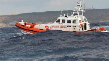 affondati 2 barconi al largo di Zuwara