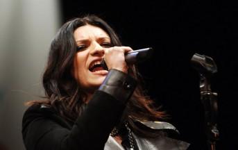 """Laura Pausini Simili Tour 2016: dito medio per chi ha detto """"Non c'era nessuno"""""""