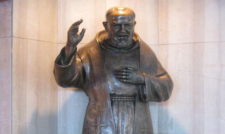 Padre Pio statua spari