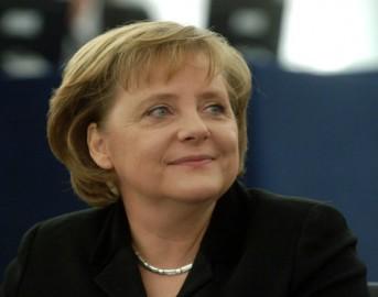 """Immigrazione, Angela Merkel:""""L'Italia ha bisogno d'aiuto"""""""