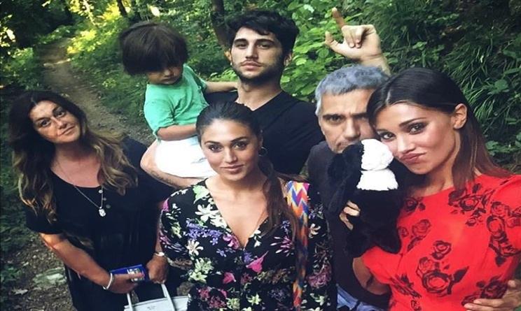 Belen rodriguez a formentera festa e vacanze in famiglia for Vacanze in famiglia