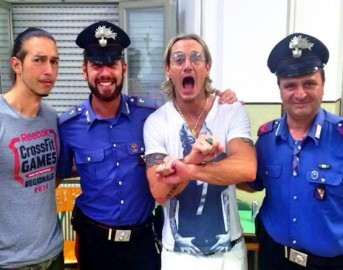 Cesare cremonini tour 2015 il nuovo singolo lost in the for Strano gemelli diversi