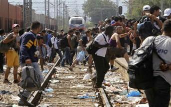 Migranti Grecia: scontri al confine con la Macedonia, intanto inizia lo sgombero del campo di Calais