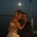 Michelle Hunziker bacio al chiaro di luna