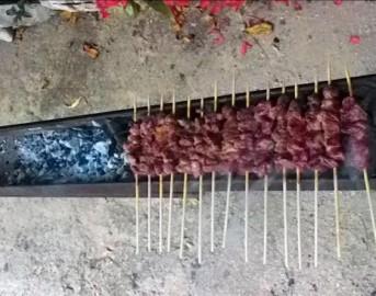Selvaggia Lucarelli e il contest dell'estate: condividi gli arrosticini dell'Abruzzo