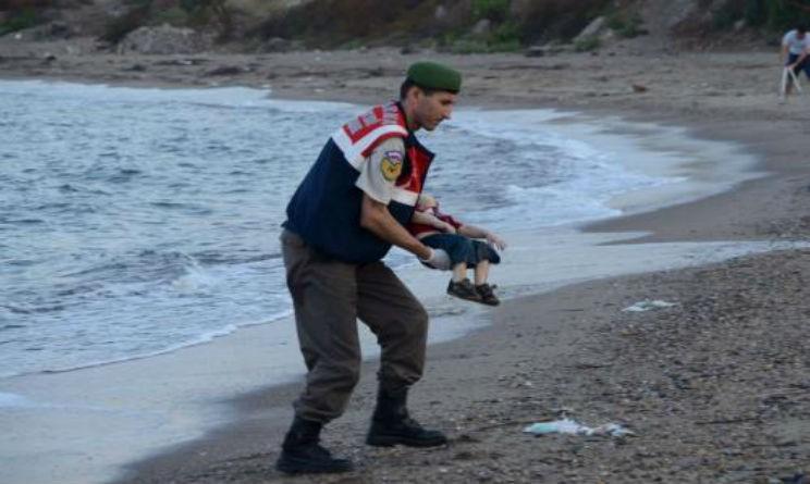 corpo bambino siriano spiaggia di Bodrum