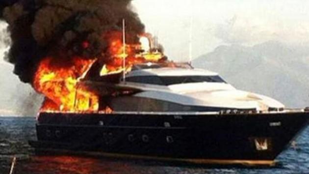 yacht de laurentiis a fuoco