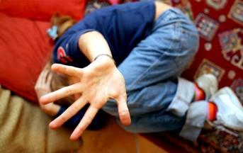 Treviso, abusava della figlia e la 'prestava' agli amici: condannato, non andrà in carcere